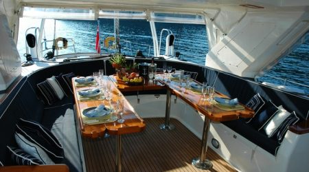 вечеря на яхтата