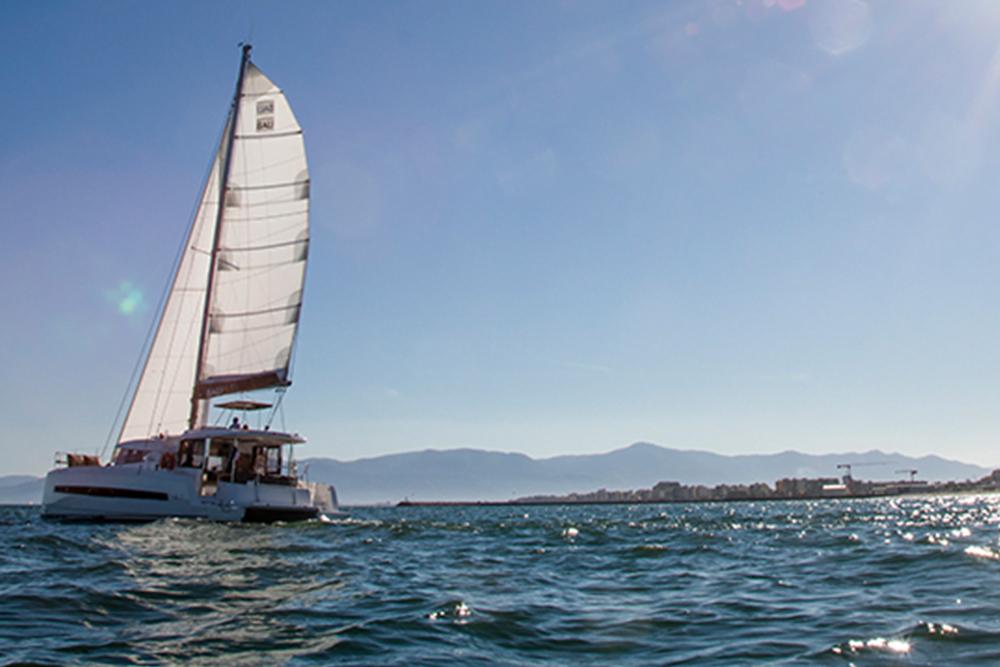 ветроходна яхта